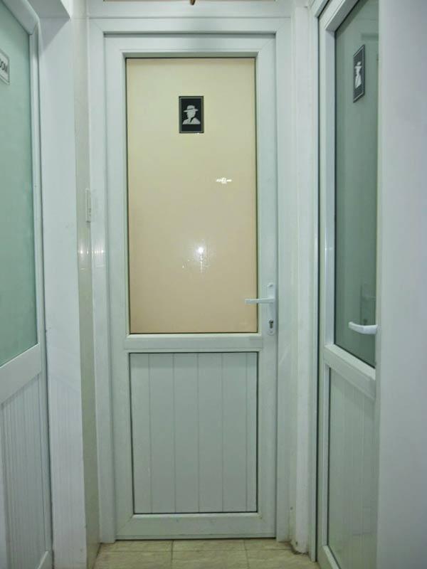 cửa nhựa lõi thép upvc cho nhà vệ sinh