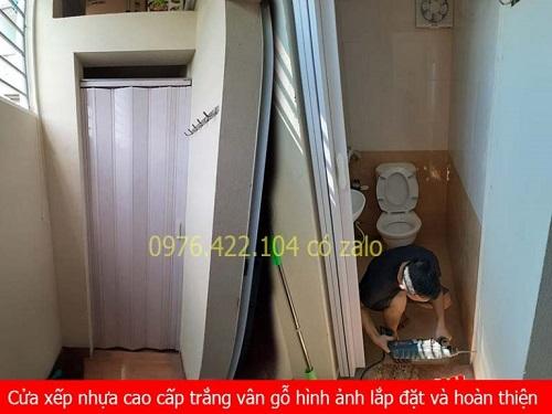 giá cửa xếp nhựa nhà vệ sinh màu trắng cao cấp