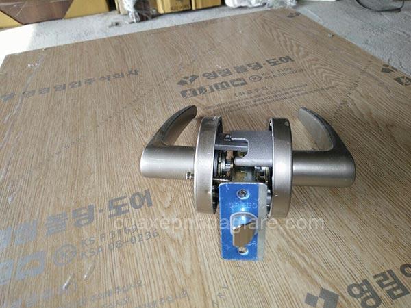 khóa cửa nhựa giả gỗ abs hàn quốc đồng bộ theo cửa