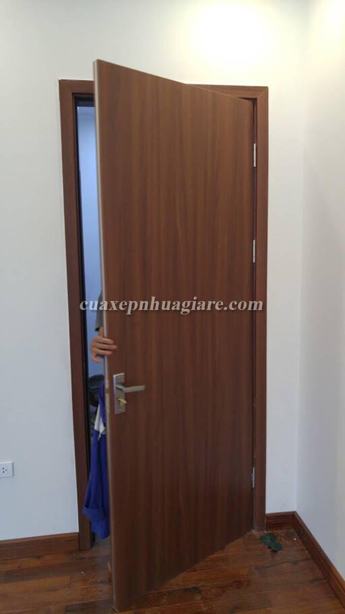 thi công lắp đặt cửa nhựa giả gỗ abs hàn quốc tại hà nội