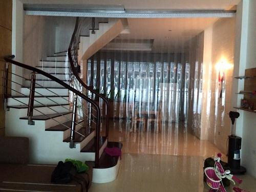 màn nhựa pvc ngăn lạnh khu vực cầu thang