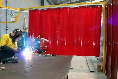 màn nhựa pvc chống tia lửa điện bao nhiêu tiền