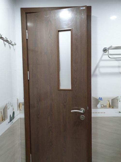 bán cửa nhựa gỗ composite giá rẻ