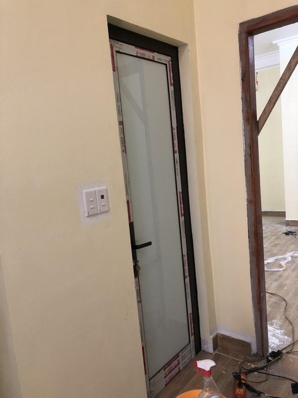 mẫu cửa nhôm kính xingfa 1 cánh cửa đi