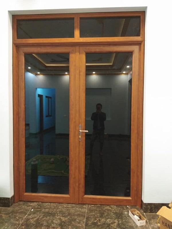 mẫu cửa nhôm kính xingfa 2 cánh cửa thông phòng đẹp