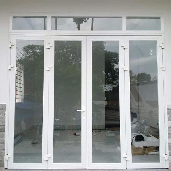 mẫu cửa nhôm kính xingfa 4 cánh màu trắng vân gỗ