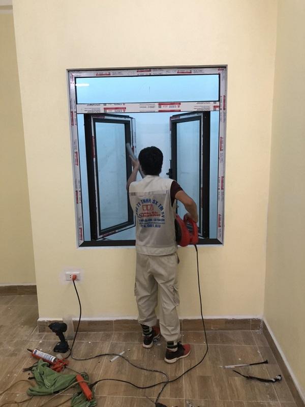 thi công lắp đặt cửa nhôm kính xingfa tại hà nội