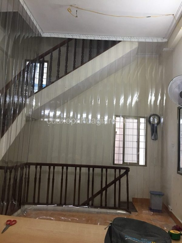 màn nhựa pvc cầu thang ngăn lạnh chắn điều hòa