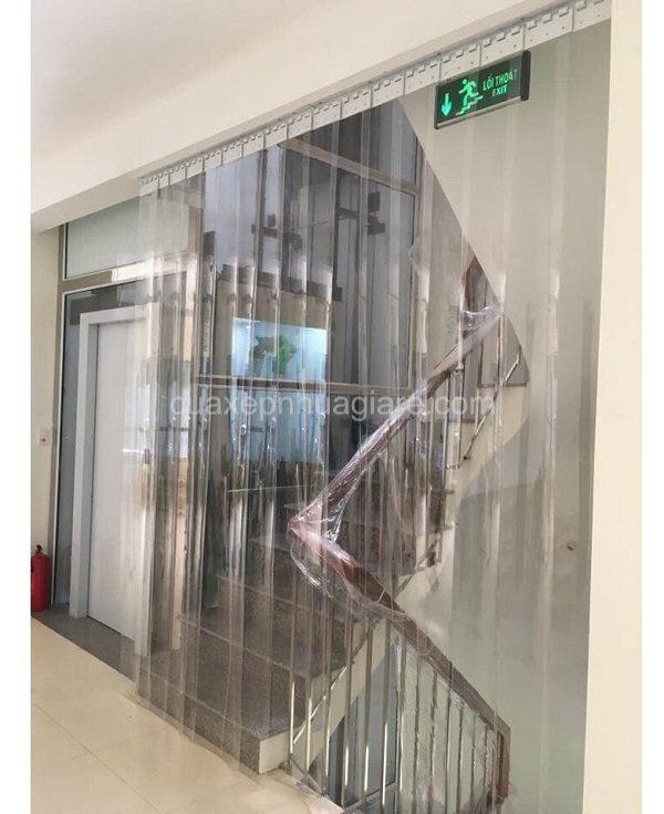 mang nhựa pvc ngăn lạnh chắn gió cầu thang