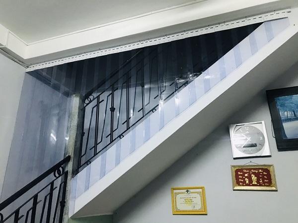 rèm ngăn lạnh cầu thang đẹp giá rẻ