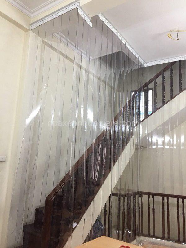 rèm nhựa chắn điều hòa cầu thang lên tầng